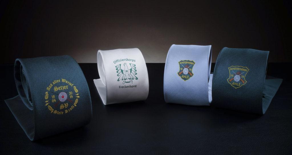 Vier Schützenkrawatten mit Wappen