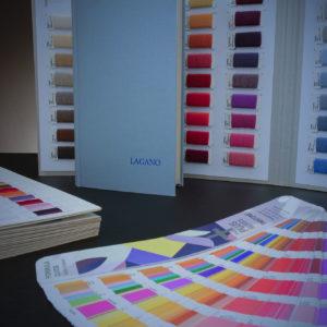 Garnkarten und Farbfächer für Vereinskrawatten