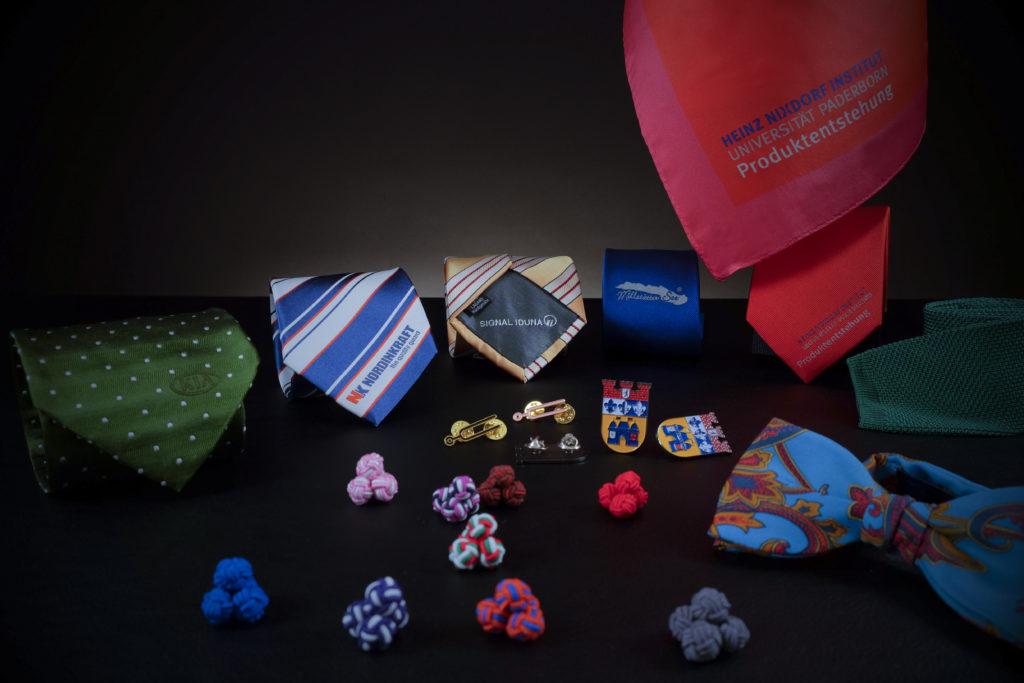 Logo-Krawatten, Seidenknoten, Damentuch, Pins und Fliege