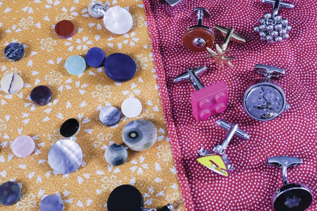 Manschettenknöpfe mit Halbedelsteinen, Uhren, Comicfiguren und Legosteinen